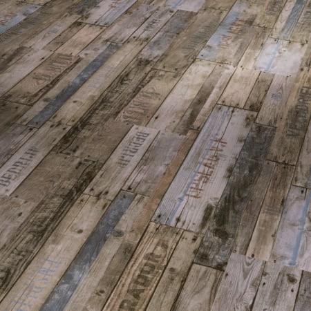 1513468 Boxwood Vintage Brun. Viser gulvstruktur og farve. Planke med skrift. Skifter i nuancer brun og grå